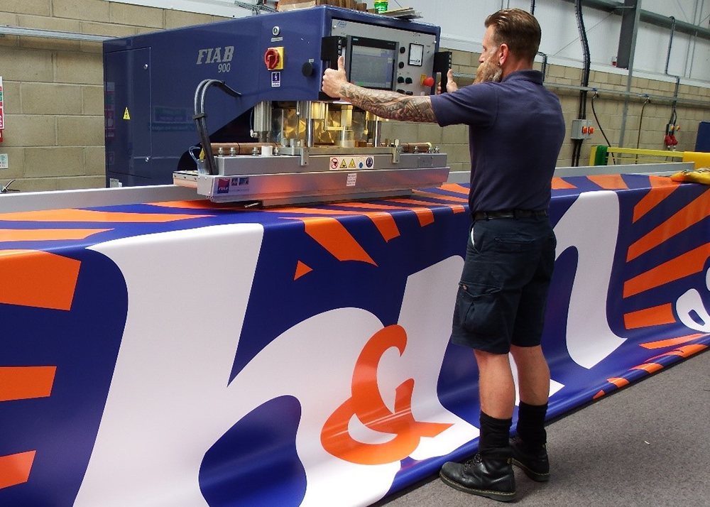 Structure-flex Experience Busiest Spring for Lorry Curtains